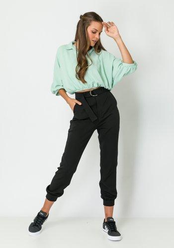 Calça Feminina Alfaiataria Cintura Alta com Cinto Preta