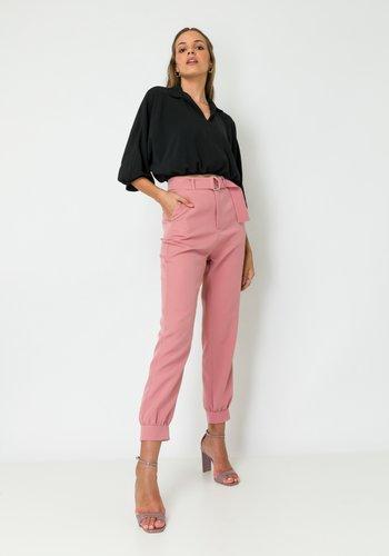 Calça Feminina Alfaiataria Cintura Alta com Cinto Rose